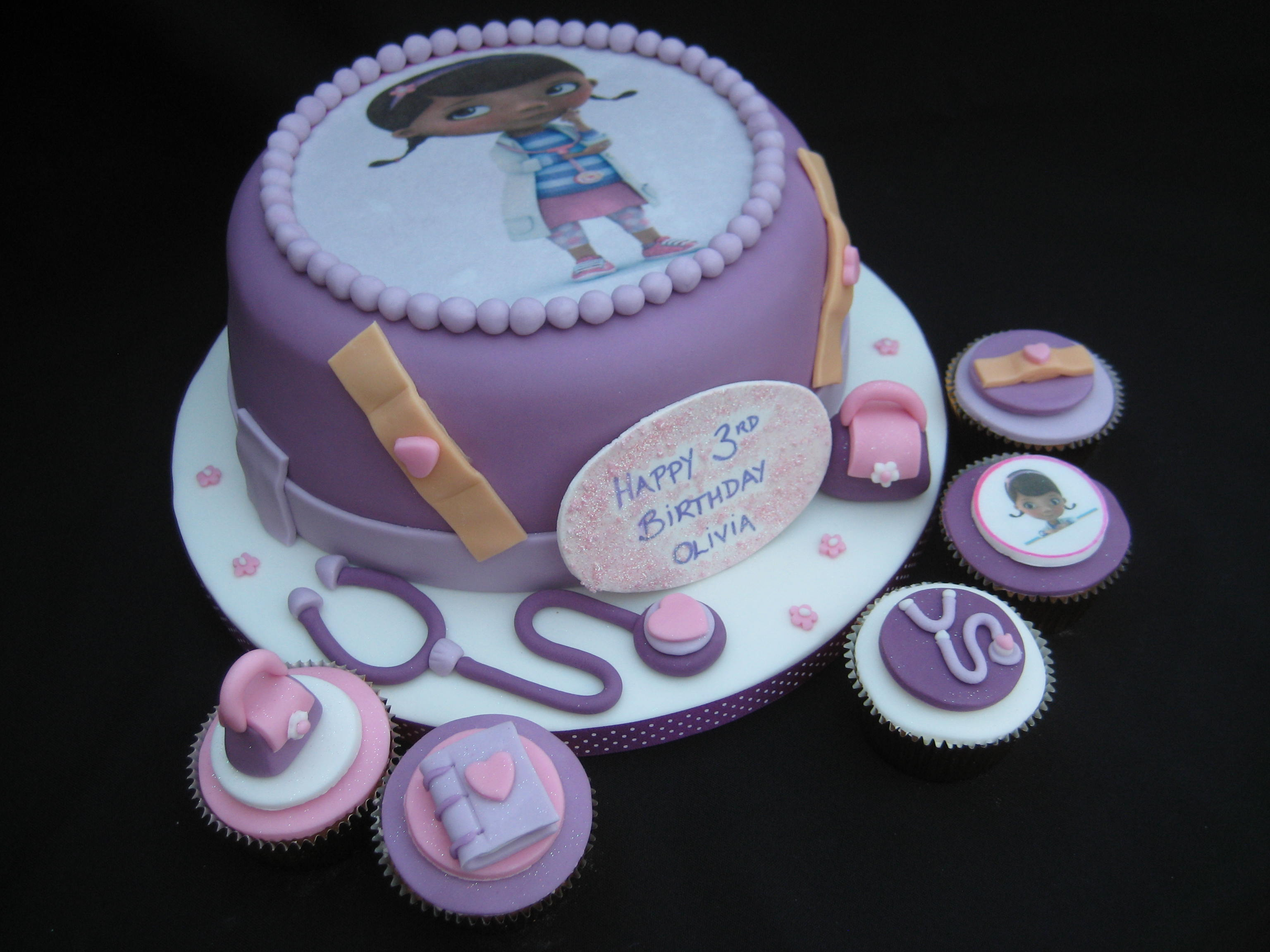 Awe Inspiring Doc Mcstuffins Birthday Cake And Cupcakes Wendy Cakes Personalised Birthday Cards Bromeletsinfo